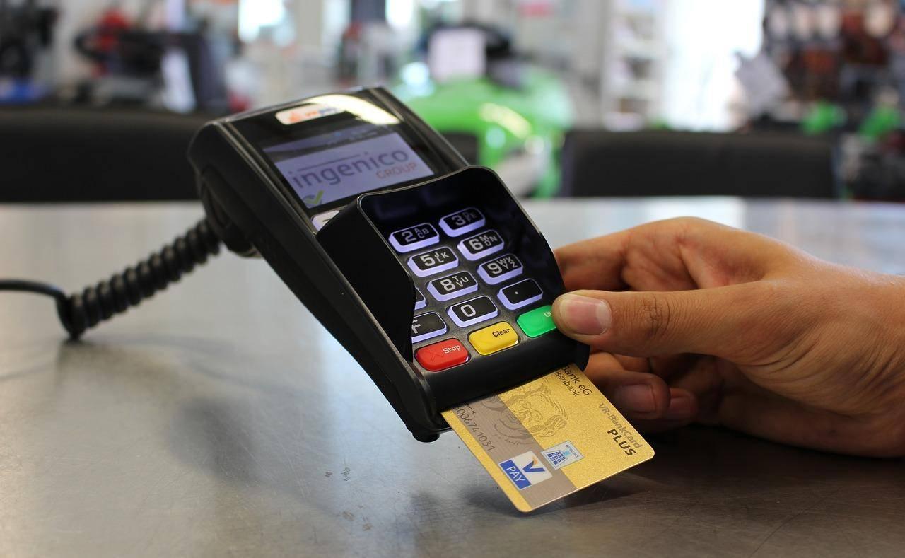 女人梦见男士送银行卡 梦到男人给我银行卡