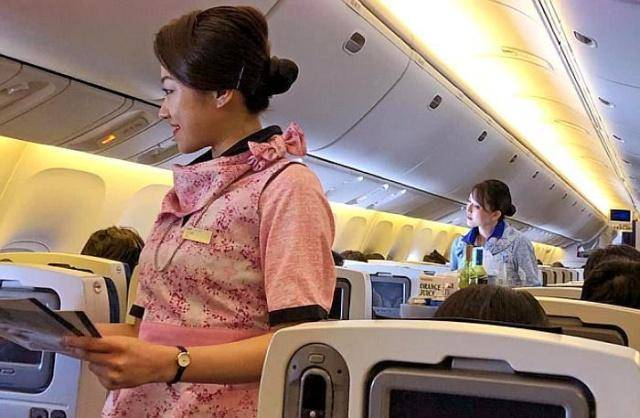 """飞机餐第2份是""""免费""""的,但乘客一直要怎么办?空姐:老规矩!"""