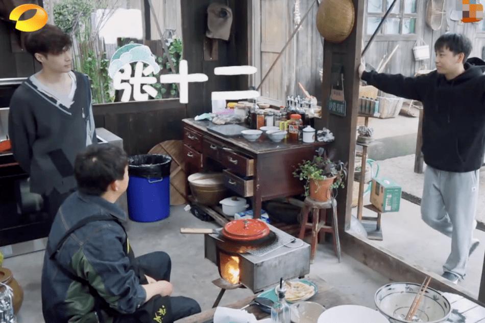 黄磊和张艺兴在《向往》里的相处,就是娱乐圈最美好的师徒情