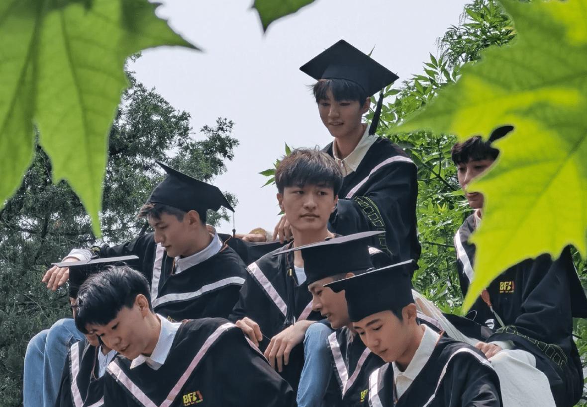 毕业照c位是哪个位置 合照c位是哪个位置照片