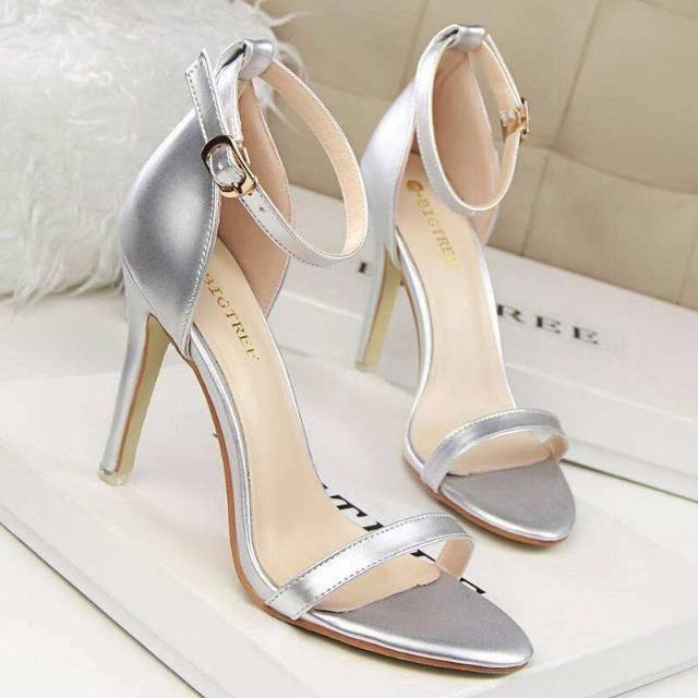 心理测试:选出你最喜欢的高跟鞋,就可以看出你会爱上什么样的人  第2张