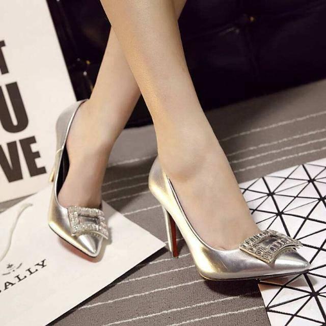 心理测试:选出你最喜欢的高跟鞋,就可以看出你会爱上什么样的人  第3张