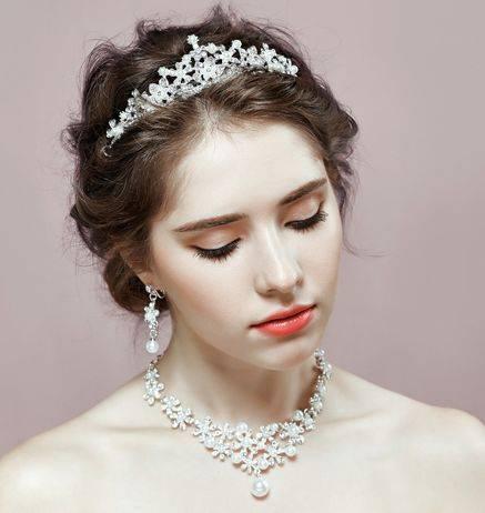 心理测试:你喜欢哪个新娘造型?测别人眼里你是洋气还是俗气!  第4张