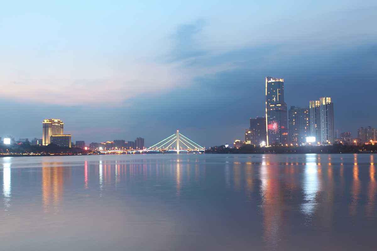 黑龙江哈尔滨与广东惠州的2021年一季度GDP谁更高?