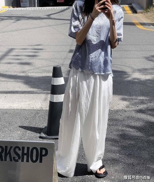 夏天穿衣一定要出其不意,用白裤or白裙代替蓝牛仔,效果好到爆
