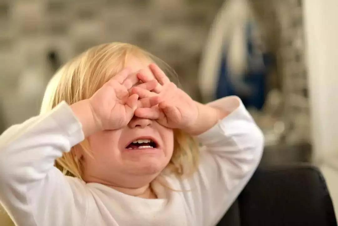 """""""别哭了""""不仅安慰不了孩子 还可能惹反感 聪明的父母这么做-家庭网"""
