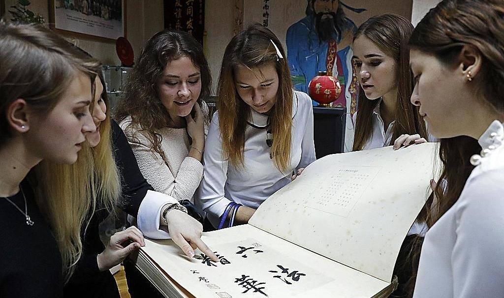 """国外高中生的""""中文试卷""""火了,中国留学生吐槽:第一题就懵了                                   图1"""