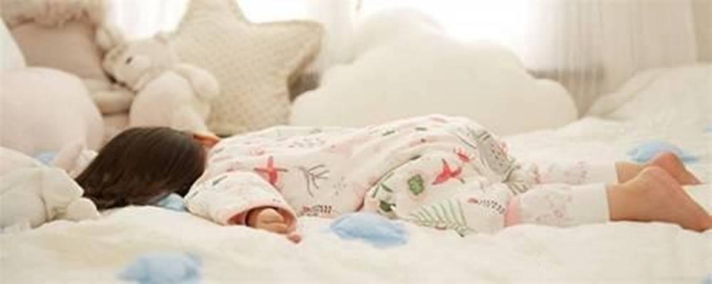 """宝宝睡觉""""闭眼哭""""是咋回事?或为4大主因导致 持续哭要重视-家庭网"""