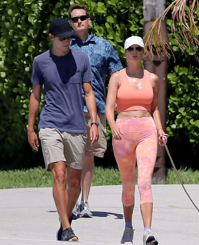 伊万卡得服老了!穿粉色健身服好壮实 肚皮皱巴巴再无超模身材 爸爸 第4张