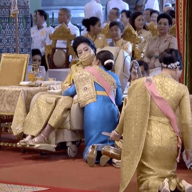 泰国华裔富婆穿薄荷绿真水嫩!回眸一笑美如画,足球场大庭院超壕