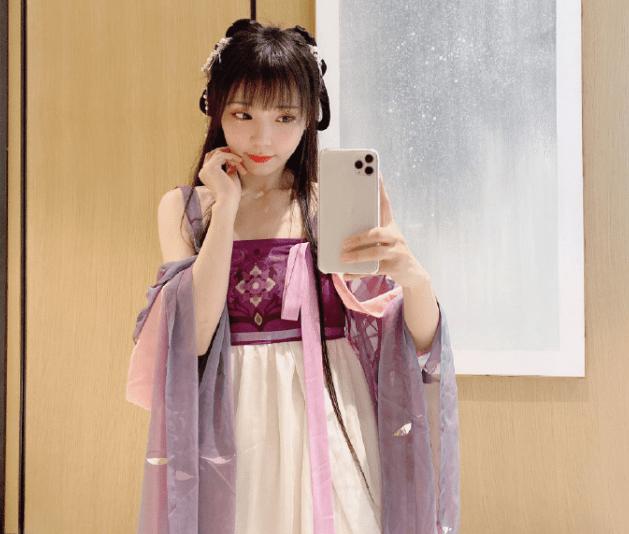 图片[8]-嘟嘴、挤眼、剪齐刘海,如何评价被戏称老阿姨的宅舞女神咬人猫-妖次元