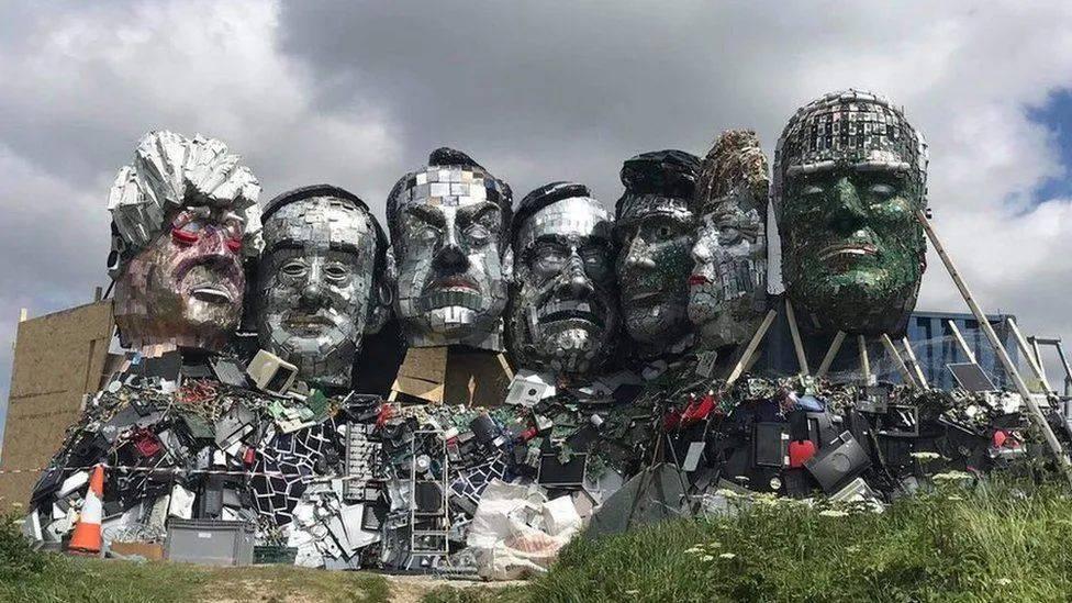 康沃尔艺术家用电子垃圾山欢迎G7首脑