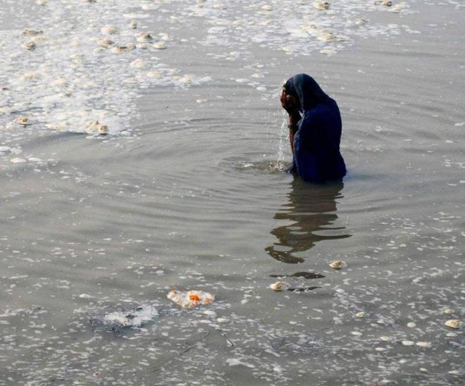 恒河漂浮着垃圾尸体,为啥当地人从不清理?网友:理由太奇特