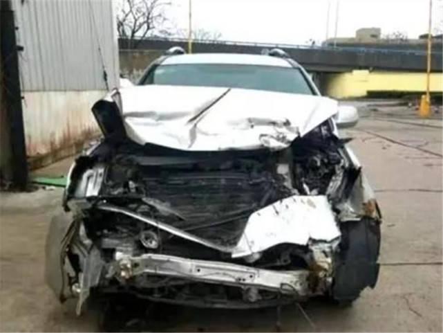 小伙8000元买大事故本田CRV,维修工:这二手车让你赚大了