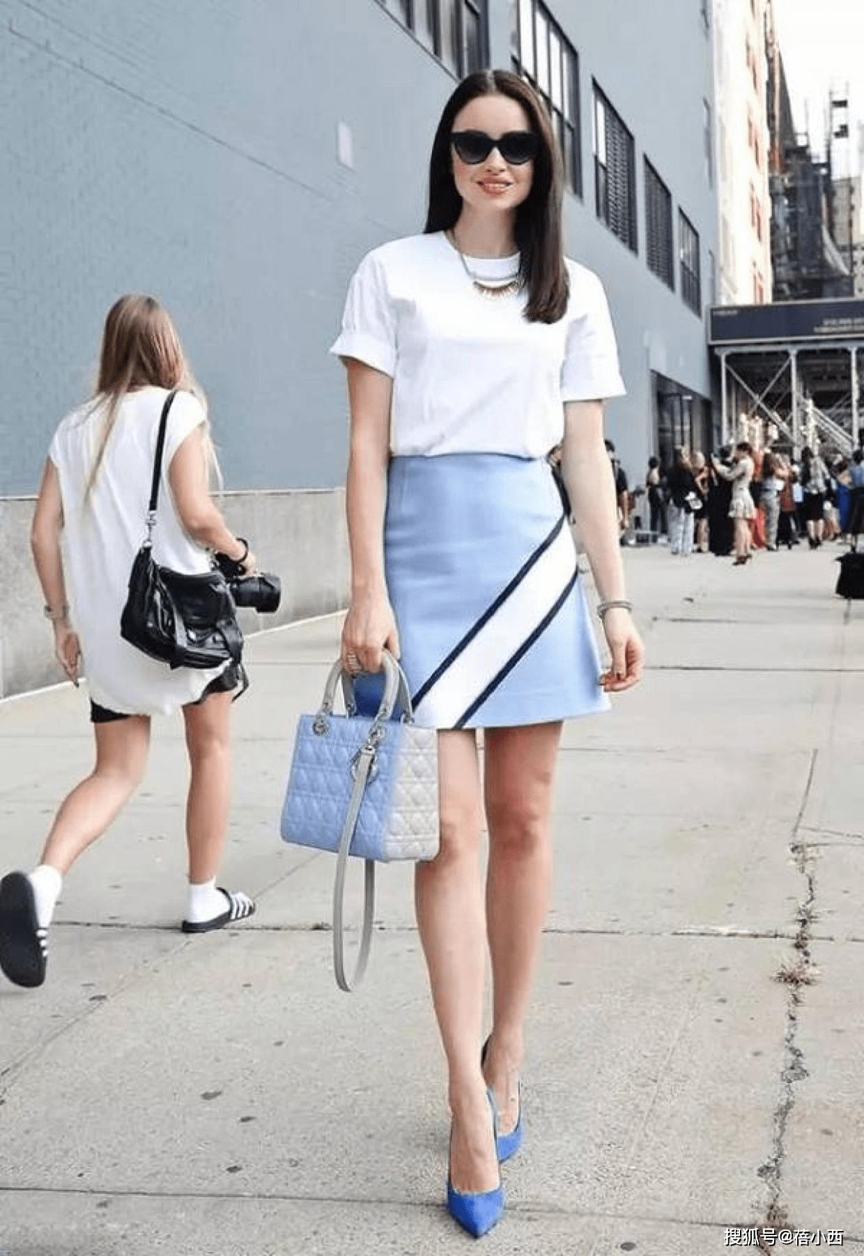 金晨复古风的蓝色+白色怎么穿更时髦?看完你就知道了插图9