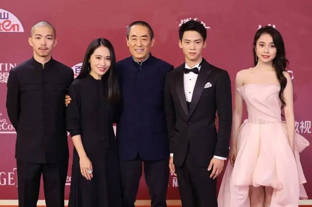 上海电影节女星斗艳,两对夫妻档成焦点,张艺谋张末父女同框亮相