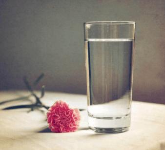 心理测试:口渴时你最想喝掉哪杯水?测试你未来三个月会有好运势吗  第2张