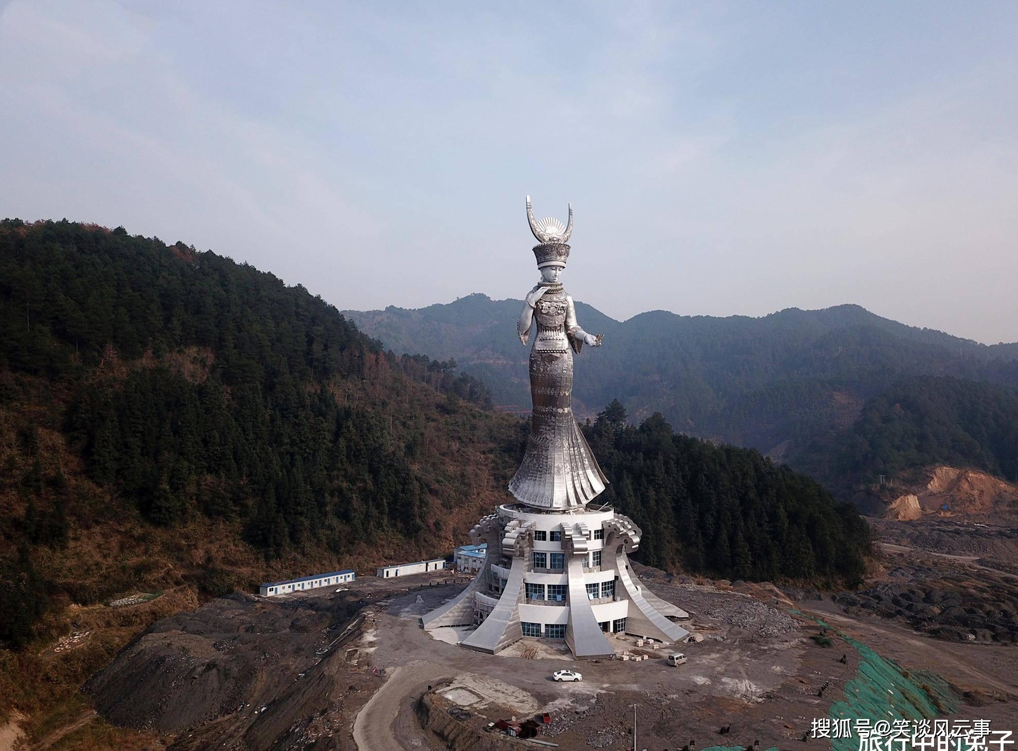 贵州贫困县斥资千万造88米女神像,被质疑,如今旅游收入大增
