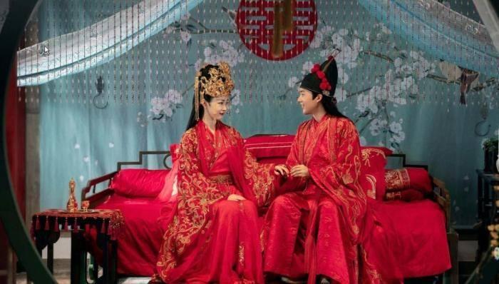 在郭德纲低谷时提出离婚,撇下郭麒麟远赴日本,如今已经身家过亿