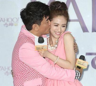 59岁吴宗宪当众强吻31岁女儿,网友:女儿大了,父亲应该避嫌!