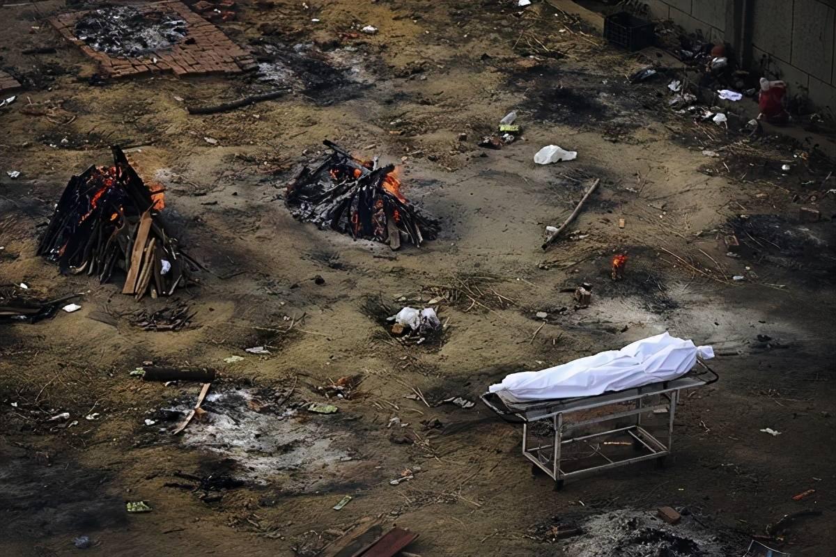 印度火葬场用遗体勒索家属:想看脸就交5000卢比,否则直接烧掉