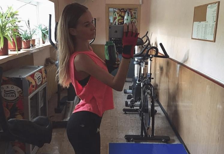原创             嘟嘟唇、魔鬼身材,这位乌克兰健身模特,6年练出好身材