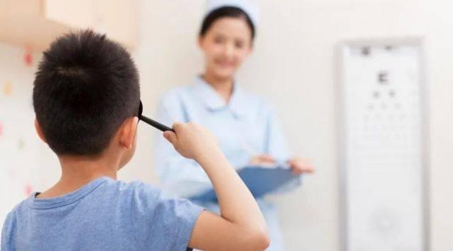 8歲孩子得假性近視,這位家長是怎麼做的?