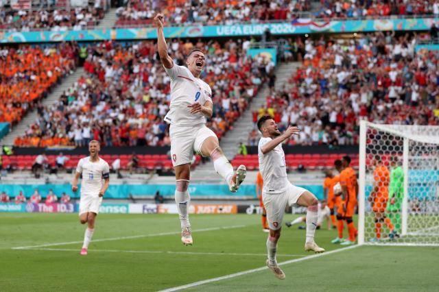 本届欧洲杯首个冷门 捷克每球必争击败自卑荷兰