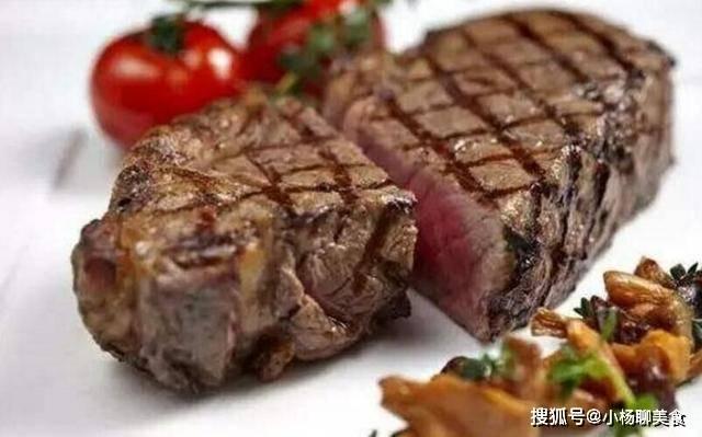 原創             都是吃烤牛排,這位外國小哥卻吃掉一頭牛,網友:有錢人真會玩