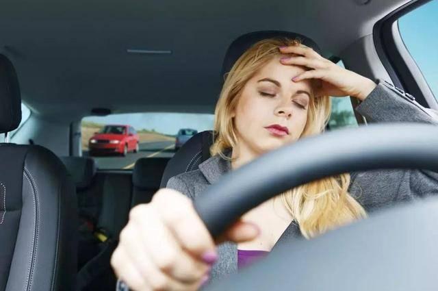 高速開車的4大禁忌,老司機建議你牢記,切莫拿生命開玩笑