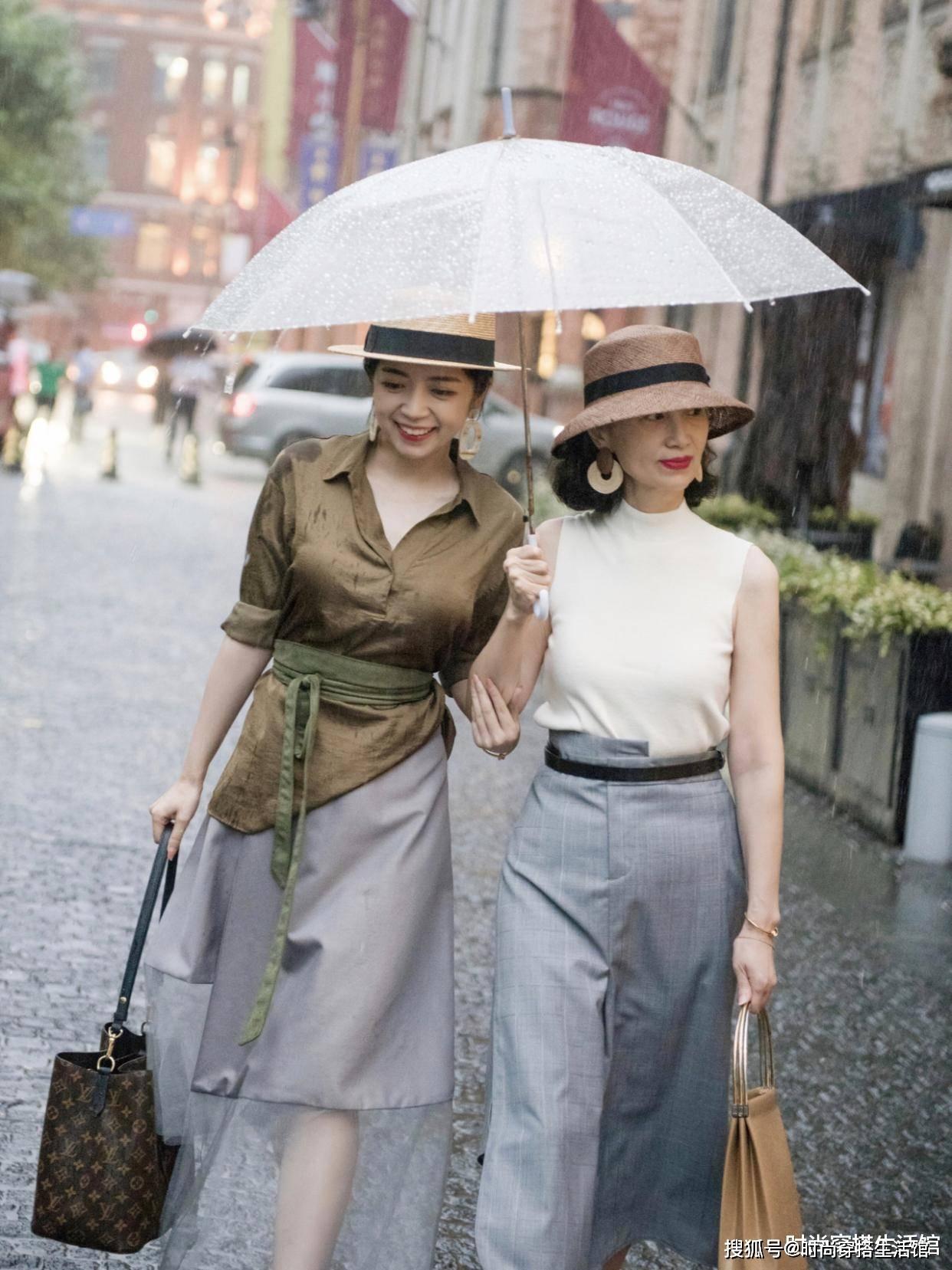 50岁女人穿衣别太紧身,学三木妈妈这样穿优雅减龄又时髦