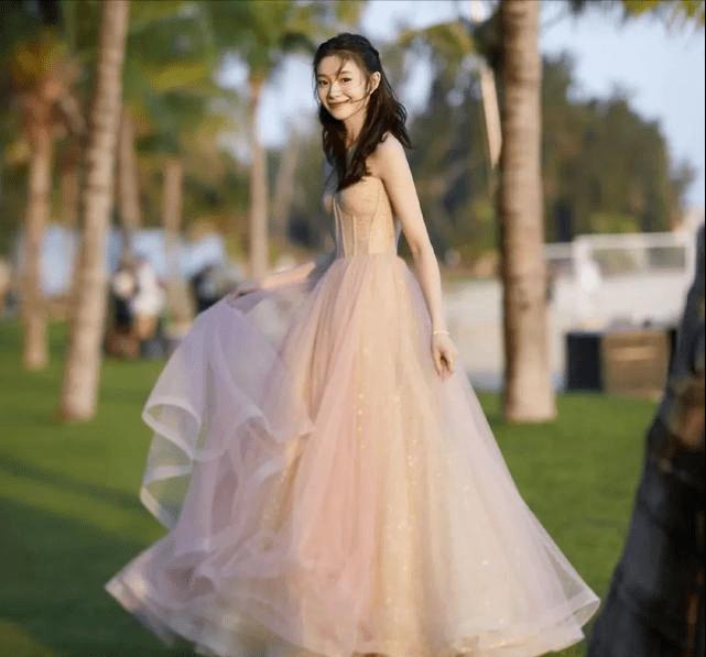 刘浩存顶谋女郎光环出道,婷婷从7岁终身瘫痪,粉丝还洗地说祸不及子女?