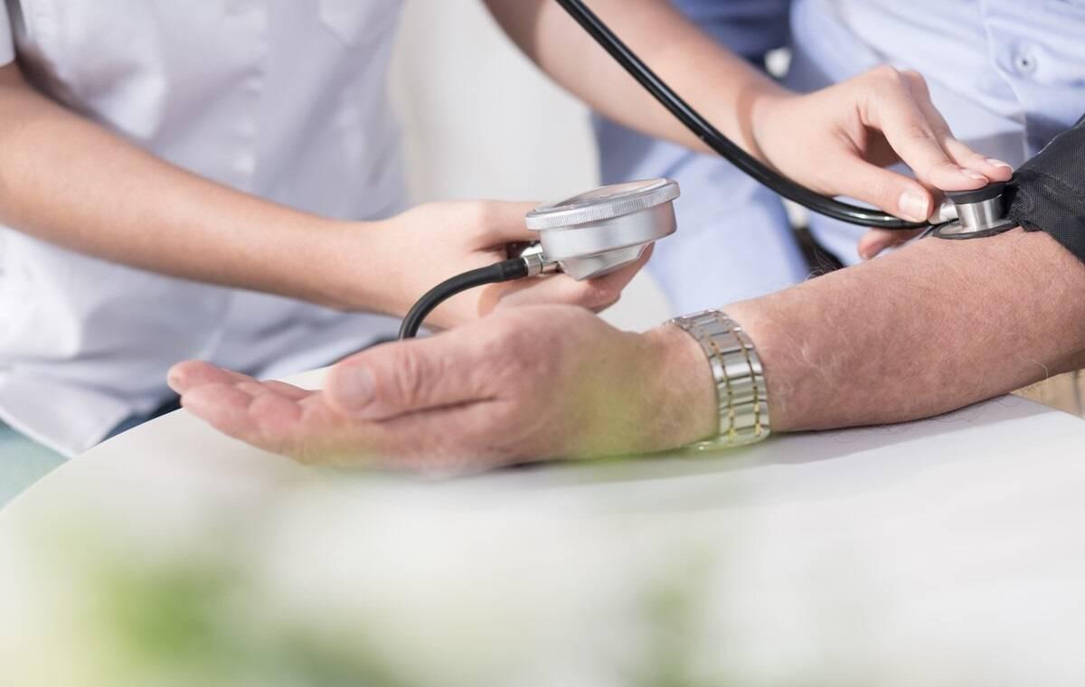 有高血压的人在伏天要注意啥?为什么天热时 有的人血压会升高?-家庭网