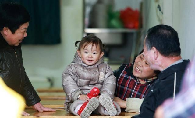 老人带孩子,往往想起什么就说什么,记得提醒这几句话千万不要说