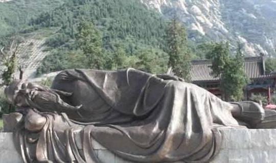 """这位""""神人""""见了皇帝从不下跪,一觉能睡上百天,还活了118岁"""