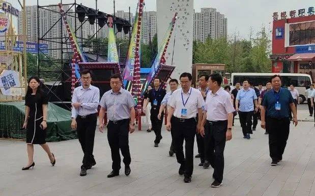 商丘市人大常委会代表团莅临吾悦广场视察指导