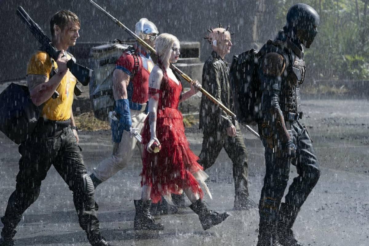 新自杀小队18个反派集结!小丑女红裙白肤太抢镜,还被绑起来拷问