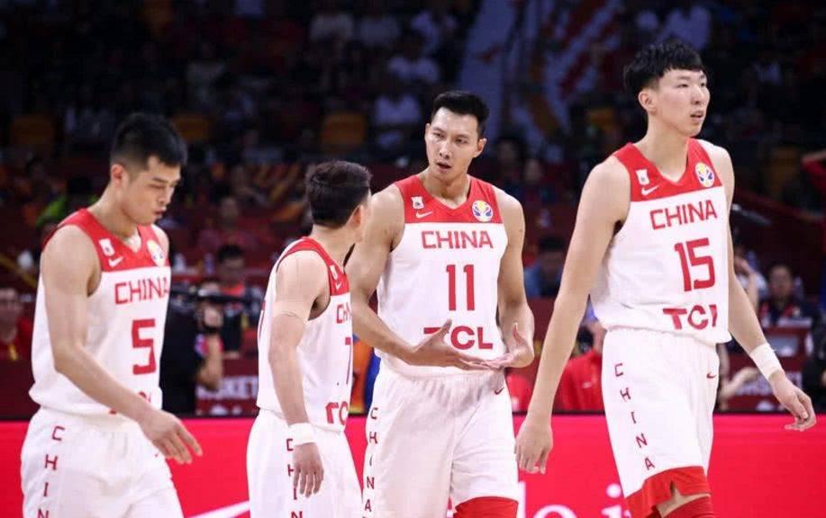 CBA周琦与妻子团聚,她特意请假,新疆男篮主动联系谈合同遭拒绝_拉菲娱乐平台