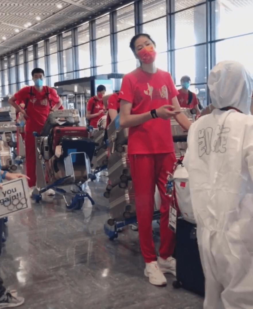 中国女排低调回国,将迎大换血,郎平去向确定,女排4强赛程出炉_网上娱乐主管