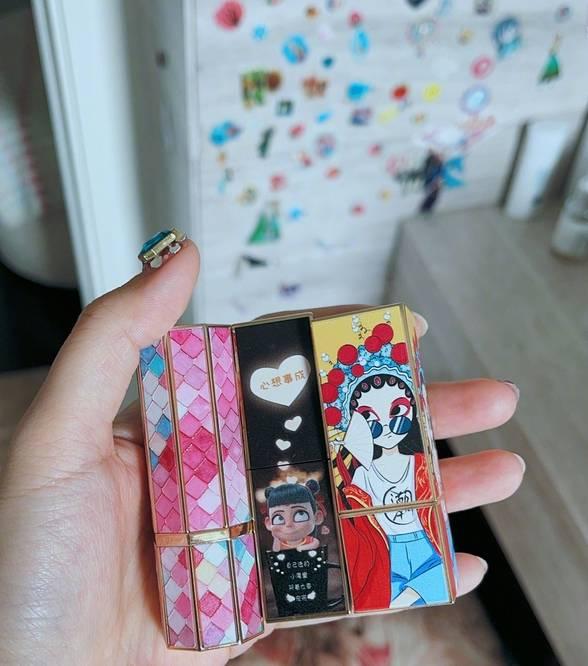 图片[5]-甜馨手动设计化妆品,李小璐素颜出镜当模特,为甜馨买千元材料-番号都