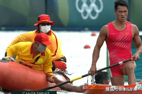 中国硬汉夺银牌后怒吼,指着胸前国旗庆祝,教练大喊:干得漂亮!_棋牌棋牌平台