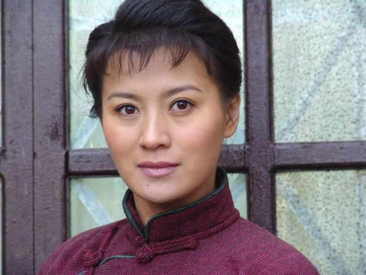 陈曾经深爱过她 经历过三段感情坎坷的婚姻 现任丈夫也为她离婚