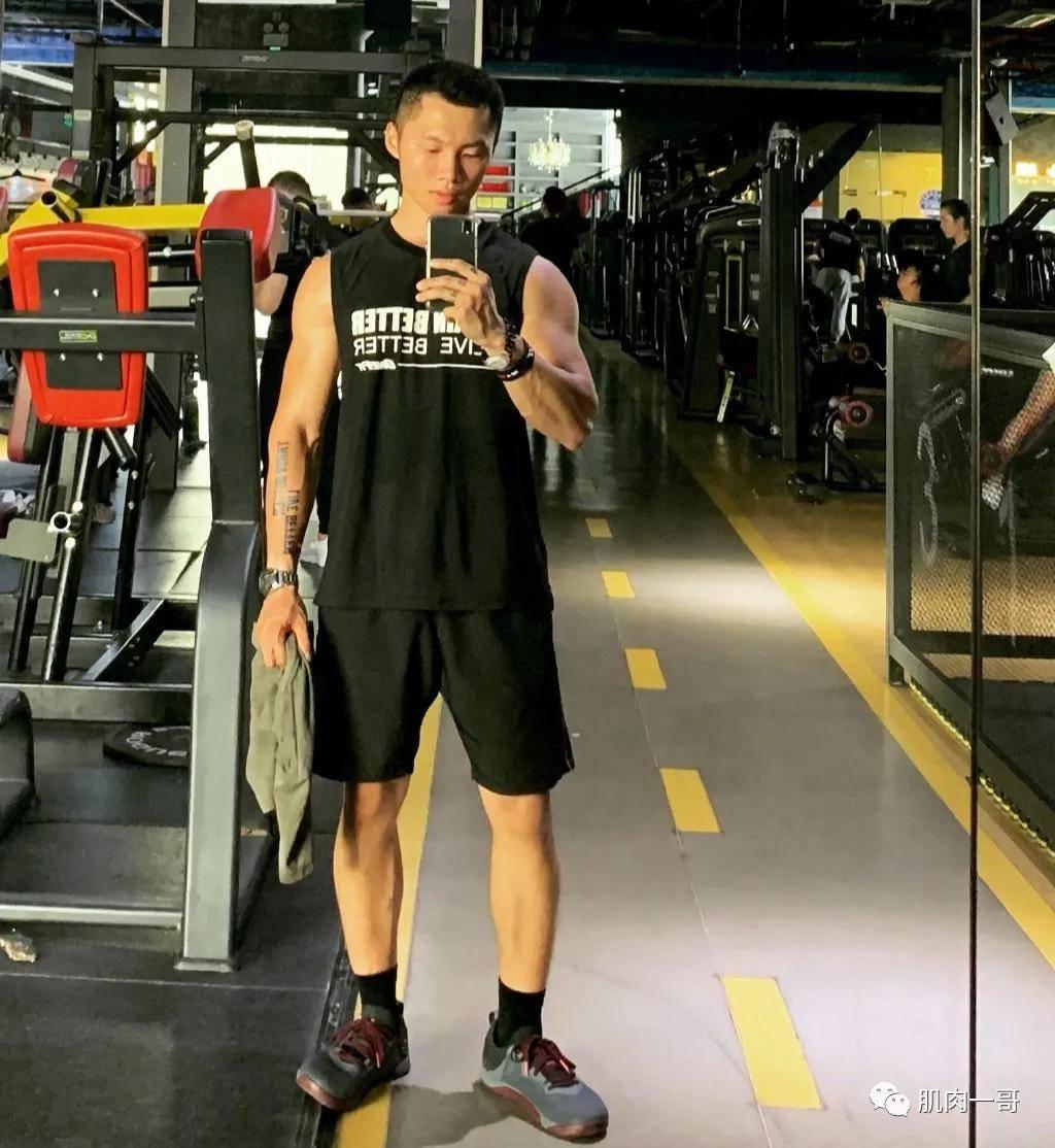健身房请个私人教练多少钱 健身房私人教练的套路