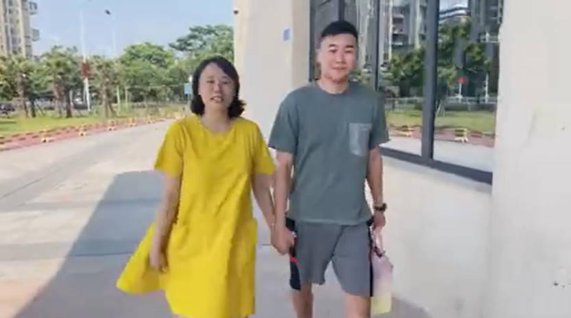 """国羽奥运冠军怀孕8月孕味十足,老公体验分娩阵痛直呼""""受不了""""!"""