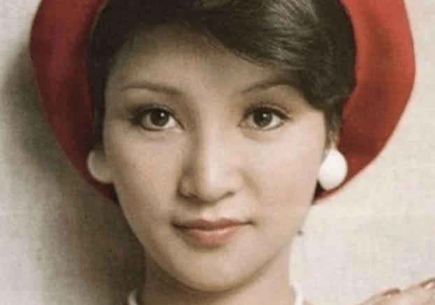 她在事业巅峰时期嫁给了谢霆锋的父亲 28岁时出生在谢霆锋 离婚后她遇到了真爱!