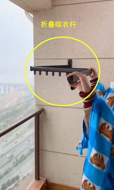 早知道我也学邻居,给阳台内部装个晾衣神器,一推一拉不占1㎡!