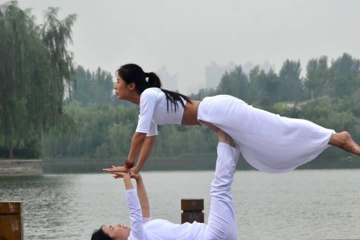 """为何说瑜伽是健身房的新骗局?专家:瑜伽病是全球女性的""""跟风病"""""""