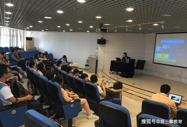 清华大学引发热议,700多门课改为全英文授课,学生听得懂吗?