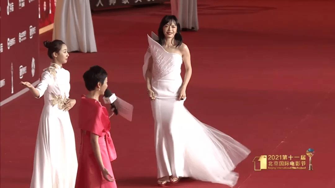图片[27]-北影开幕红毯:佟丽娅让人眼前一亮,杨颖变土了,姚晨成功丑到我-妖次元