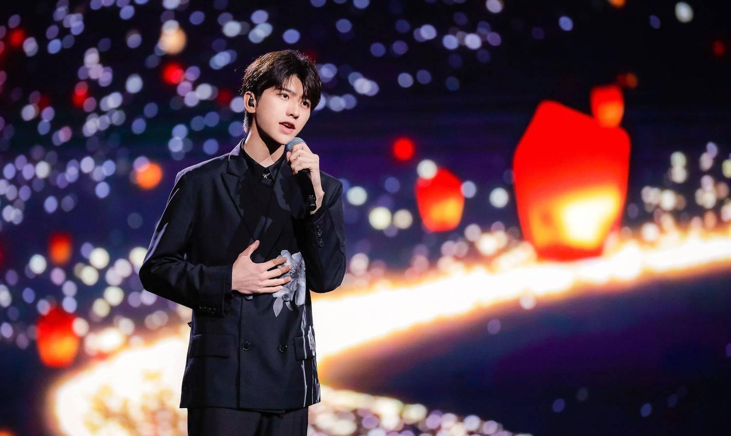 选秀3次C位出道,蔡徐坤召开个人演唱会,7年等待终偿夙愿